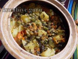 Курица тушеная с картофелем в сметанном соусе
