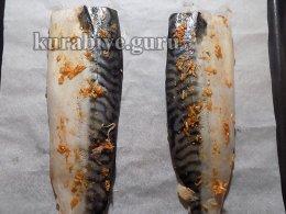 Скумбрия в чесночном соусе с обжаренным картофелем