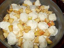 Обезьяний хлеб с яблоками и карамелью