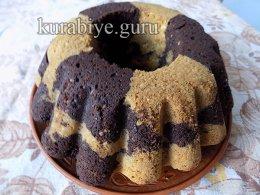 Шоколадно-миндальный кекс с вишней