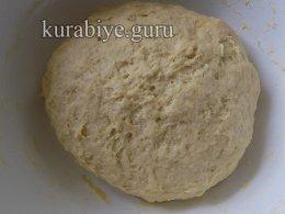 Пышное дрожжевое тесто для пирожков на кефире