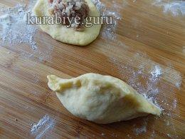 Пирожки с мясом и рисом из дрожжевого теста на кефире