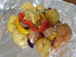 Курица с овощами запечённая в фольге