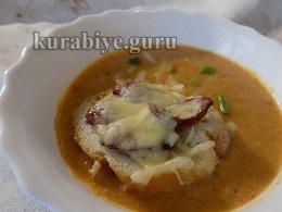 Острый суп из запечённой тыквы с гренками
