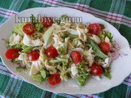 Тёплый салат с булгуром и колбасками гриль