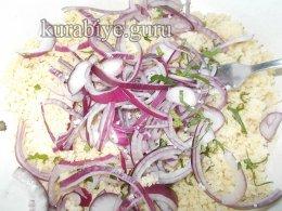 Салат с кускусом, огурцом и фетой