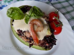 Салат с морепродуктами и диким рисом