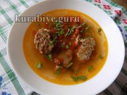 Суп с говяжьими рёбрышками по-польски