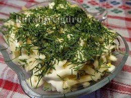 Салат с сельдью и зеленью