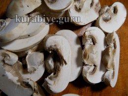 Нарезаем грибы слайсами