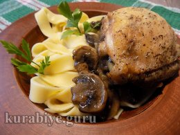 Курица тушеная в пиве с грибами