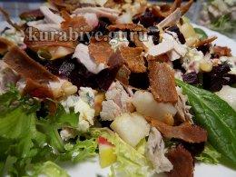 Салат с утиной грудкой и грушей и  медово-лимонной заправкой