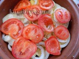 Слой лука и томатов