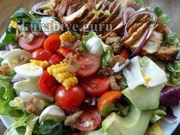 Выкладываем ингредиенты рядами на блюдо