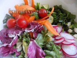 Готовим овощи для салата