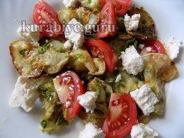 Салат из кабачков с томатами и адыгейским сыром