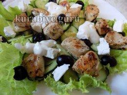 Салат с курицей в греческом стиле