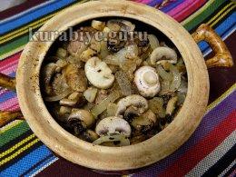 Говядина тушеная с грибами в горшочке