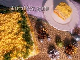 Закусочный торт из слоеного теста с корейской морковкой