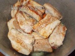 Свиные рёбрышки в томатном соусе