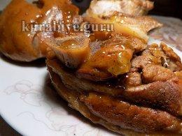 Свиная голень в яблочно-имбирном соусе