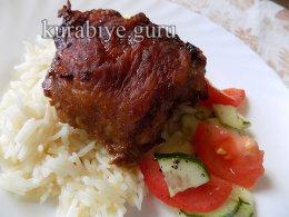 «Чёрная» курица по-перуански с чесночным рисом