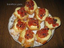 Брускетта с томатами и моцареллой