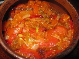 Говядина тушеная с овощами в горшочке