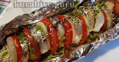 Скумбрия запечённая с помидорами и луком
