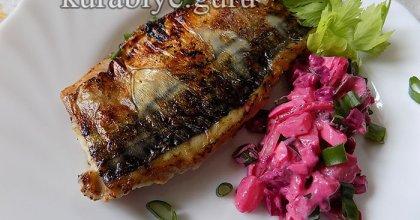 Скумбрия жареная с салатом из молодой свёклы и картофеля