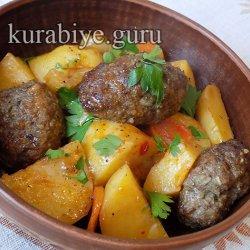 Колбаски из говядины тушеные с овощами