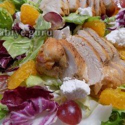 Салат с курицей гриль, апельсинами и фетой