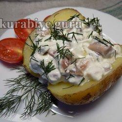 Печёный картофель с селёдочным соусом
