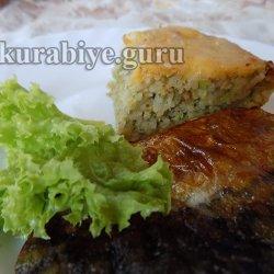 Запеканка из риса с кабачком и жареной скумбрией