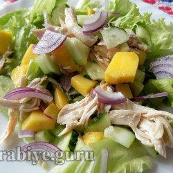 Куриный салат с манго по-азиатски