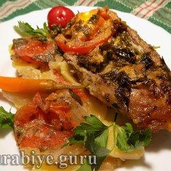 Баранина запечённая с картофелем и томатами в духовке