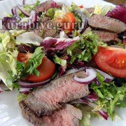 Салат по-тайски с говядиной гриль