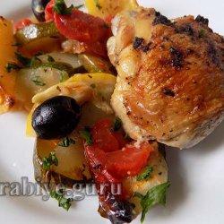 Запечённая курица с цуккини и помидорами