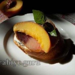 Гренки с персиком и прошутто