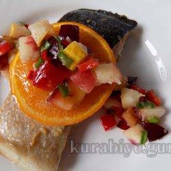Лосось запечённый в духовке с фруктовой сальсой