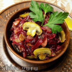 Свекольный салат с грибами