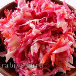 Салат витаминный из капусты, свёклы и яблок