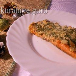 Запеченный лосось под сырно-ореховой шубкой