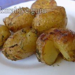 Молодой картофель, запечённый с чесноком и зеленью