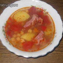 Шурпа, суп с нутом и копченостями в горшочке