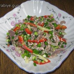 Острый салат из куриных желудков