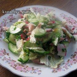 Весенний салат с копченой курицей