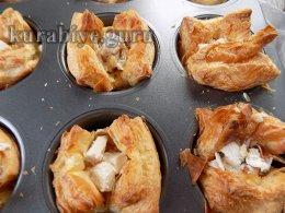 Закусочные корзинки с курицей и клюквенным джемом