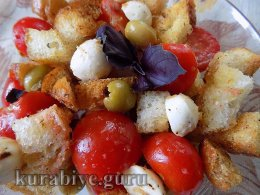 Салат с томатами и сухариками  к шашлыкам