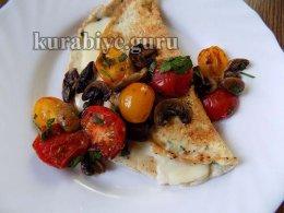 Омлет с грибами и помидорами